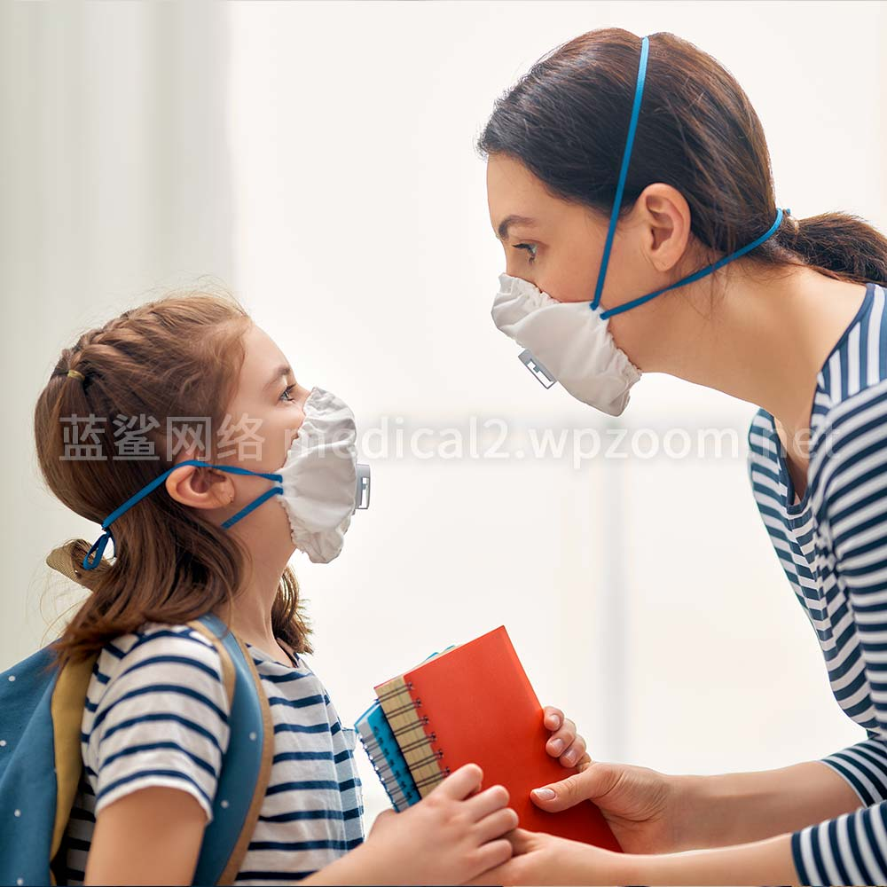 mother-and-child-wearing-facemasks-chinese-manufacturers
